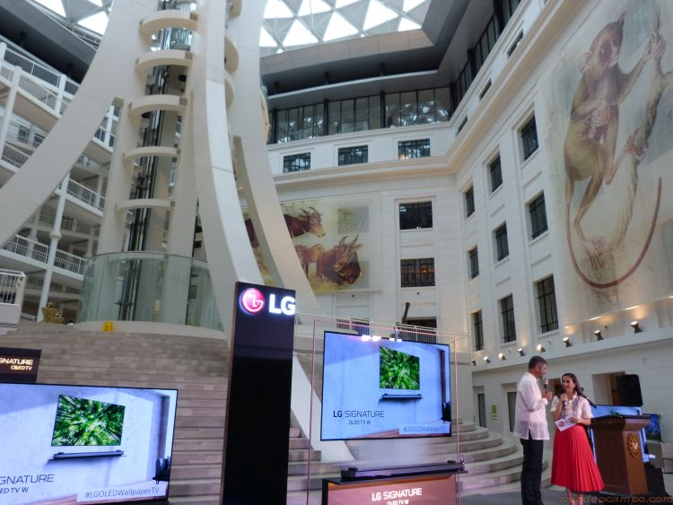 LG Showcases its OLED TV at the New National Museum of Natural History