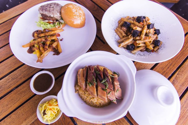 LOOK: F All Day Dining's New Ala Carte Menu Offerings – Burger, Pasta and Lechon