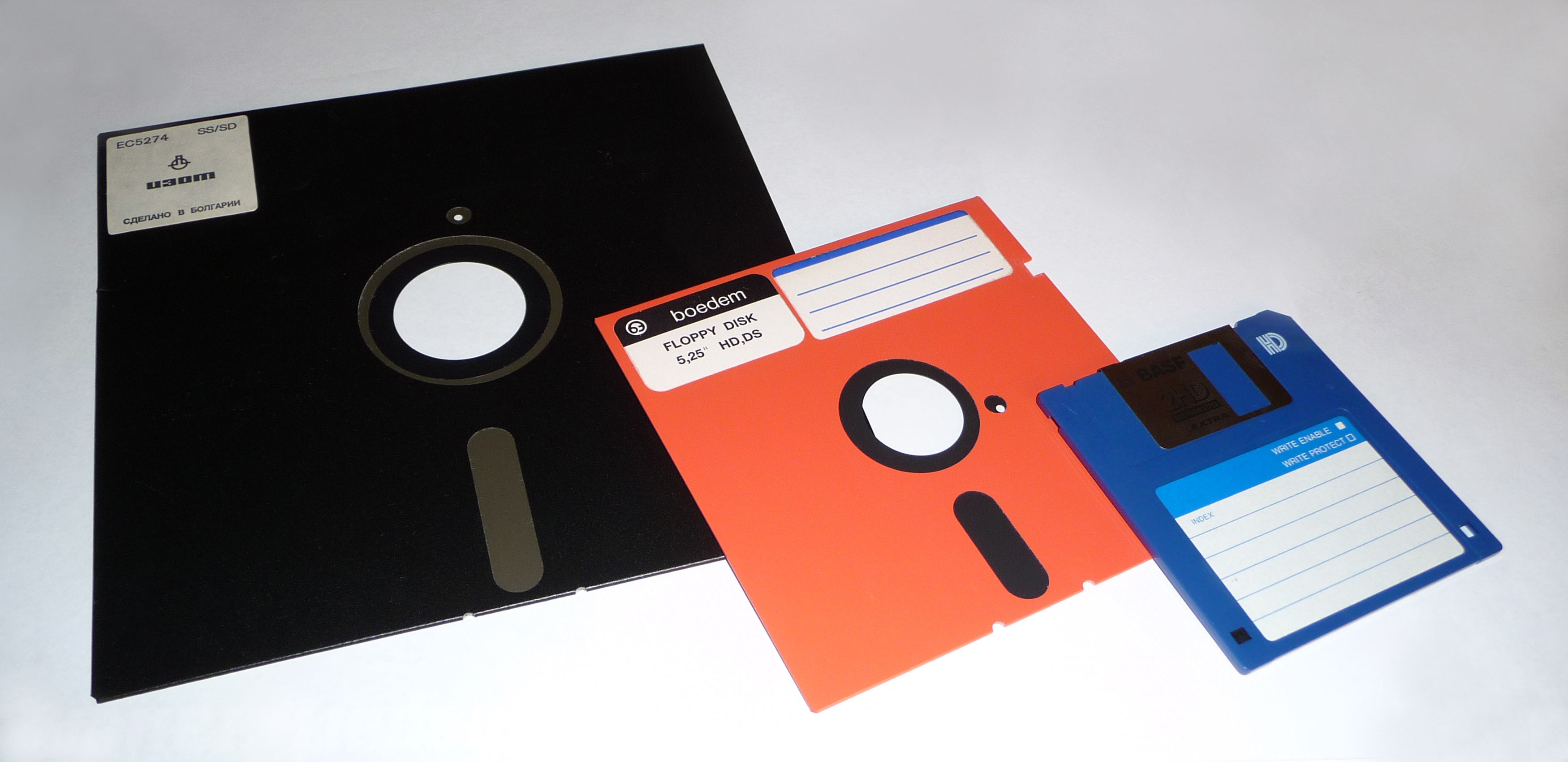 Extinct Technology Part 1 | Instant Messaging and Floppy Disks