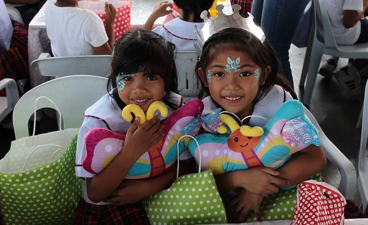 Christmas Came Early For The Young Students of Looc in Nasugbu, Batangas