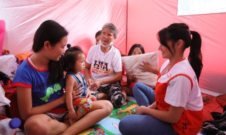 Kapuso Bianca Umali Distributes Learners' Kits to Taal-Affected Schoolers in Batangas