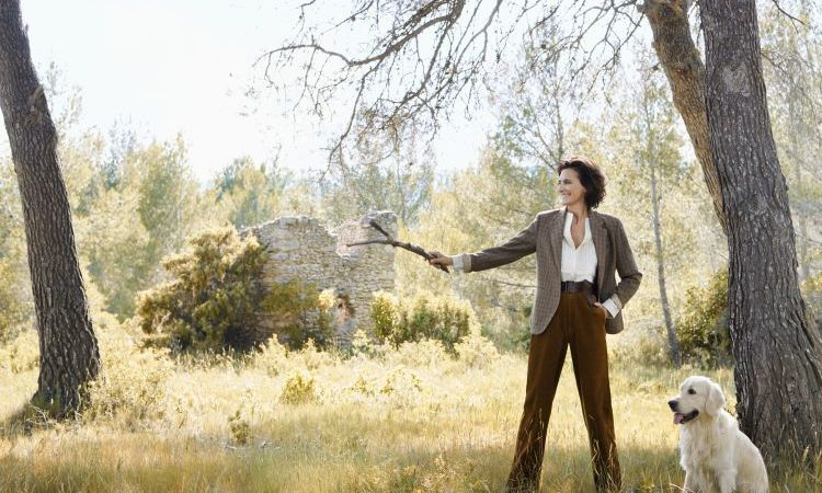 Uniqlo X Ines de la Fressange Offers Elegant Silk Dresses and 3D Knits for Fall/Winter 2020