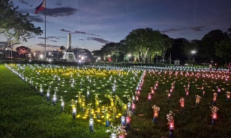 LOOK: Rizal Park's Giant Tableaux Made of Sustainable Lamps in Honor of Filipino Frontliner Heroes