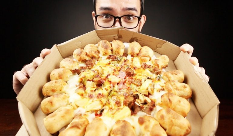 Twist, Pull, Dip and Pop | The All-New Cheesy Bites Dippers from Pizza Hut