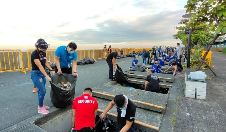 SM Promotes Cleaner Shores Along Manila Bay with Regular Clean-up Activities