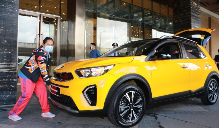 Ayala Group Awards Hidilyn Diaz with a Kia Stonic for Her Historic Olympic Win